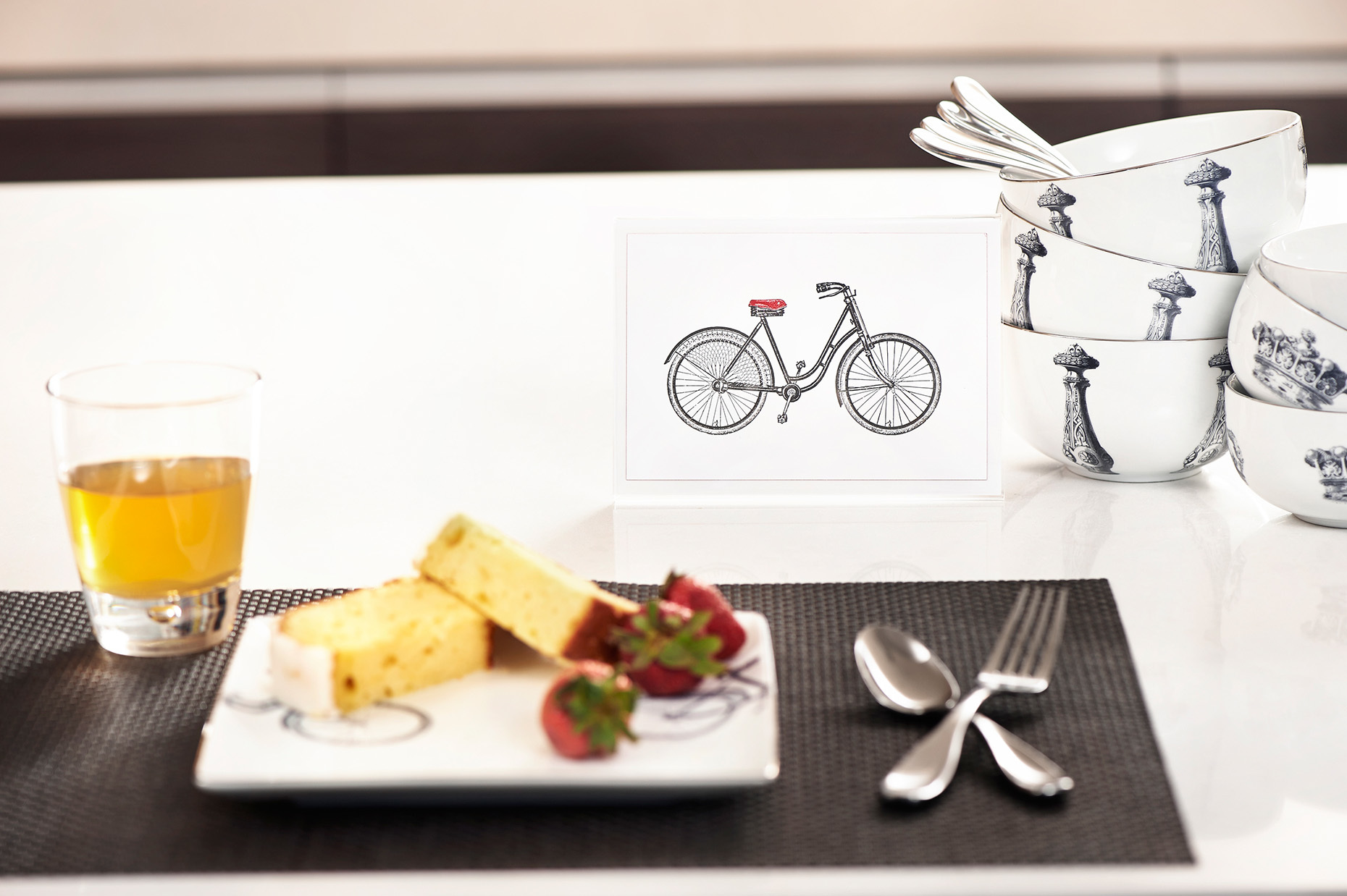 Mitchell-Black_Dishware_Interior_Bicycle-Bowl-Plate-Set_RHanelPhotography_01