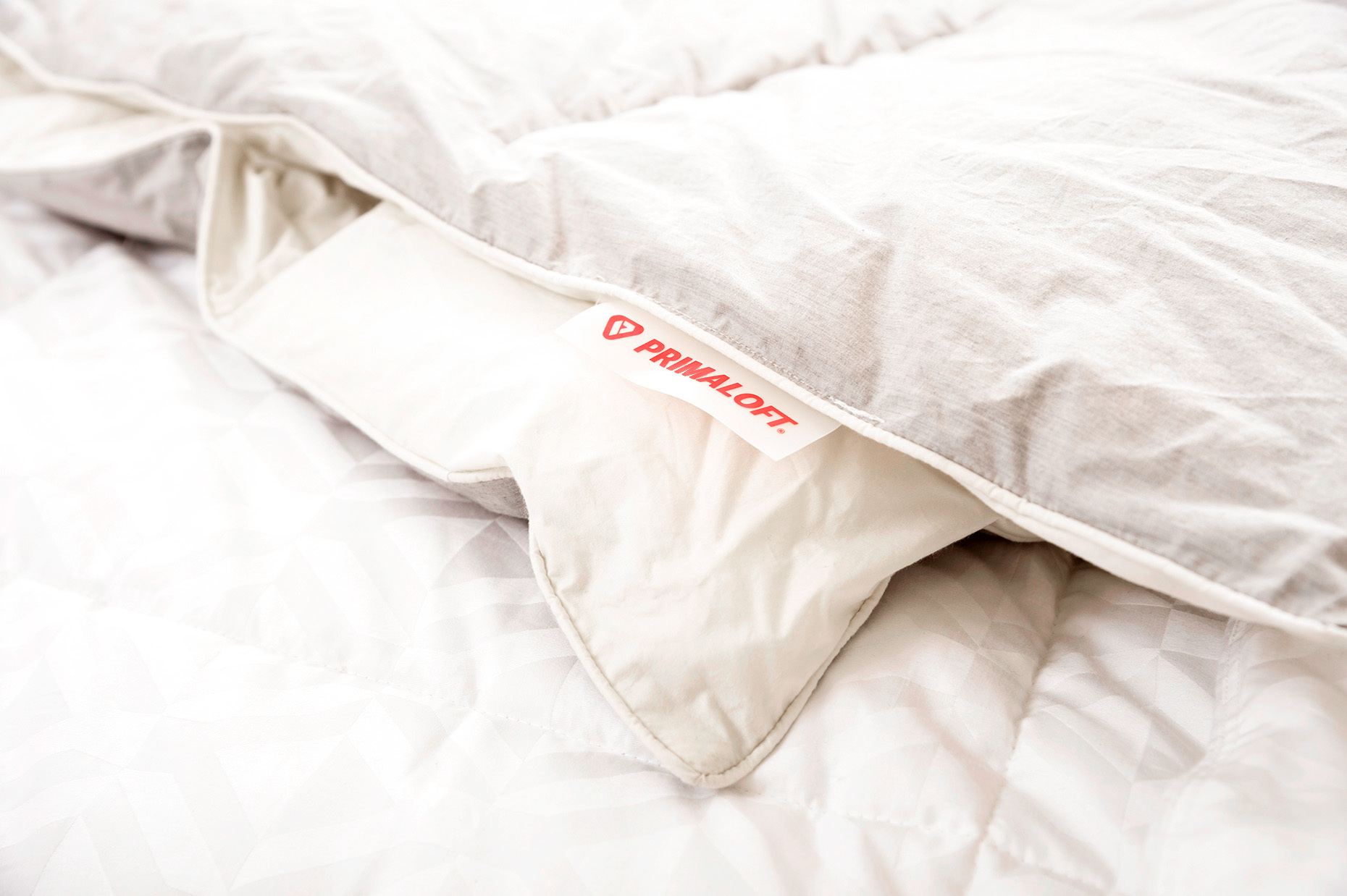 Primaloft_label_HomeFurnishings_Down-Alternative-Comforter_RHanePhotography